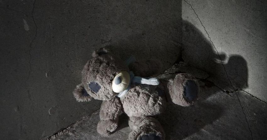 Πατέρας ασελγούσε στην 11χρονη κόρη του. Της έταζε κινητό για να μη μιλήσει