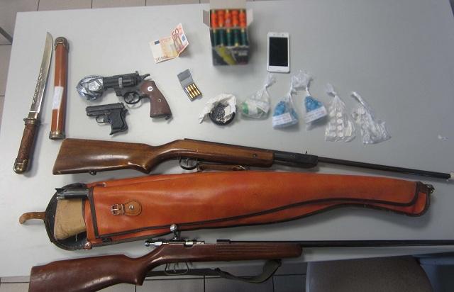 Συλλήψεις για διακίνηση ναρκωτικών και κατοχή όπλων
