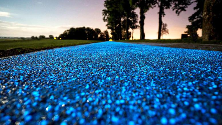 Ένας μαγευτικός δρόμος για ποδήλατα που λάμπει στο σκοτάδι