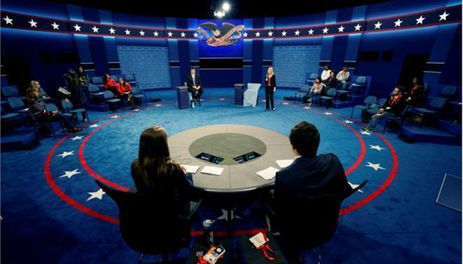Στην σκιά της χυδαιότητας η δεύτερη τηλεμαχία Κλίντον-Τραμπ σε λίγες ώρες