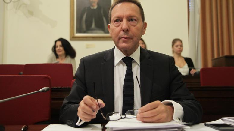 Στουρνάρας στη Βουλή: Κεραυνοί για δημοψήφισμα, capital controls και Βαρουφάκη