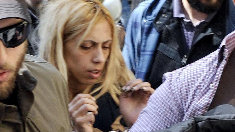 Μικρή Αννυ: Τι λέει η μητέρα μετά την αποφυλάκισή της