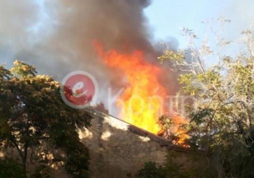 Πνίγεται στους καπνούς το Ηράκλειο από μεγάλη φωτιά στο κέντρο της πόλης
