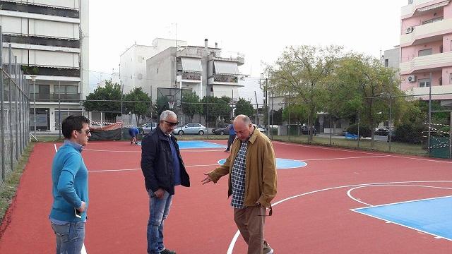 Πλήρως ανακατασκευασμένο το γήπεδο μπάσκετ στην πλατεία Λαμπράκη στη Ν.Ιωνία