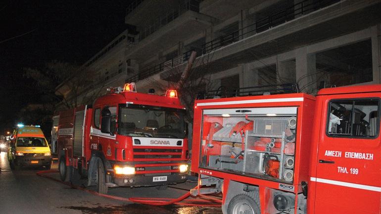 Πυρκαγιά σε πολυκατοικία στο Γαλάτσι - Ζημιές σε 10 αυτοκίνητα