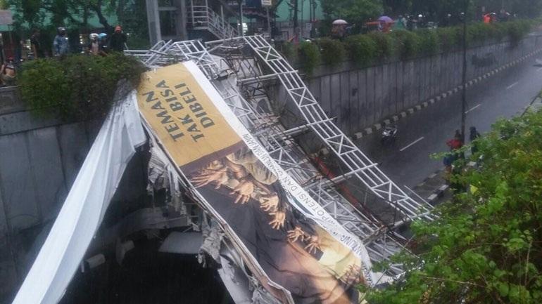 Ινδονησία: Τουλάχιστον εννιά νεκροί από κατάρρευση γέφυρας