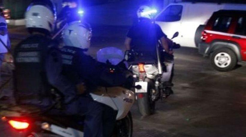 «Χειροπέδες» σε αστυνομικούς που δούλευαν σε μπαρ στο Γκάζι