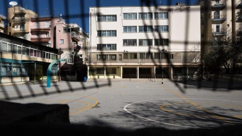 Ανήλικοι έμποροι ναρκωτικών συνελήφθησαν έξω από σχολείο