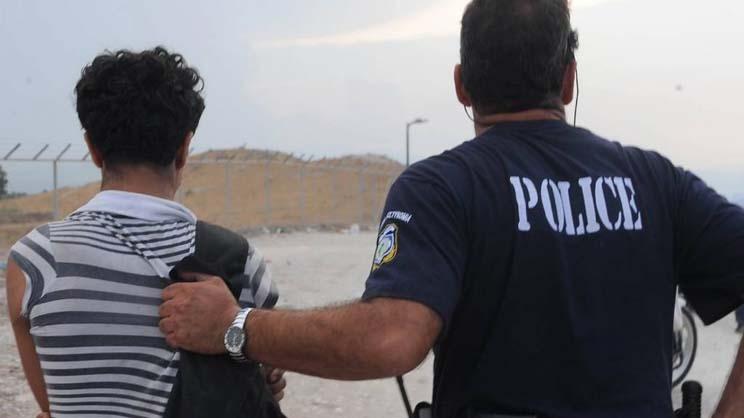 Όχημα με 13 μετανάστες εντοπίστηκε έξω από τη Λάρισα