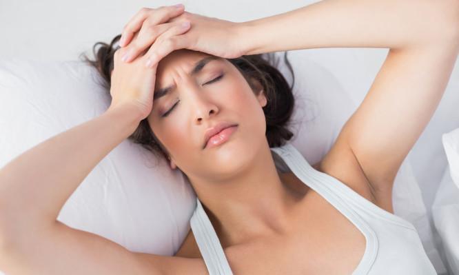 Πονοκέφαλος στο πρωινό ξύπνημα: Δείτε γιατί μας συμβαίνει