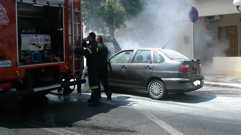 Απανθρακωμένο πτώμα σε αυτοκίνητο στον Πειραιά