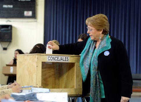 Κατάφερε να ψηφίσει, με την τρίτη, η πρόεδρος της Χιλής