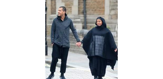 Με ισλαμικό χιτζάμπ εμφανίστηκε η Τζάνετ Τζάκσον