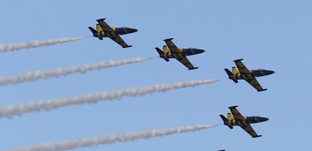 Εντυπωσιακές αεροπορικές επιδείξεις στην παραλία του Βόλου στις 6 Νοεμβρίου