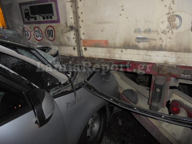 Αγιο είχε οδηγός ΙΧ που συγκρούστηκε με φορτηγό [εικόνες]
