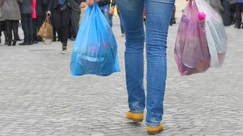 Πλαστική σακούλα μόνο με χρέωση από το νέο έτος