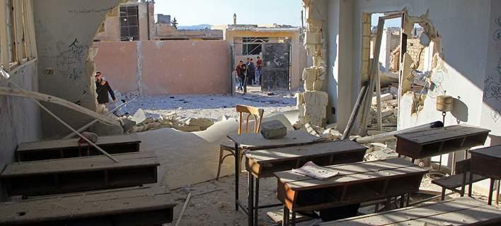 Νεκροί πολλοί μαθητές από αεροπορική επίθεση σε σχολείο στην Ιντλίπ