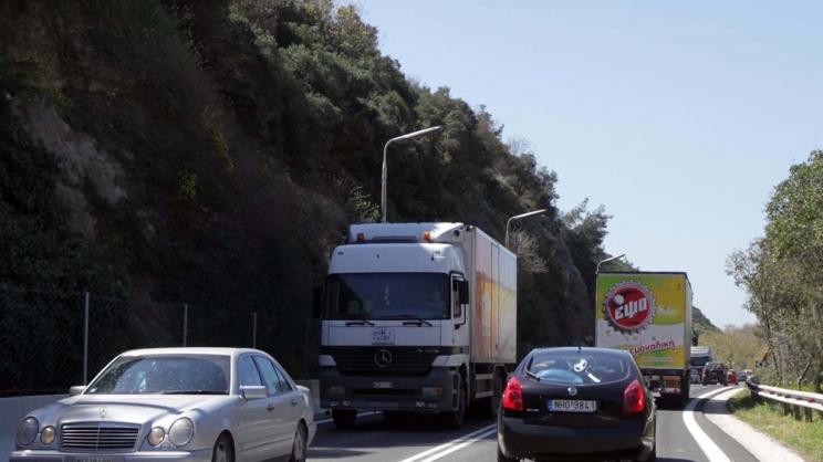 Ανοιξε η εθνική οδός στα Τέμπη
