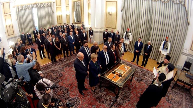 Ορκίστηκαν οι νέοι υπουργοί της κυβέρνησης [εικόνες]