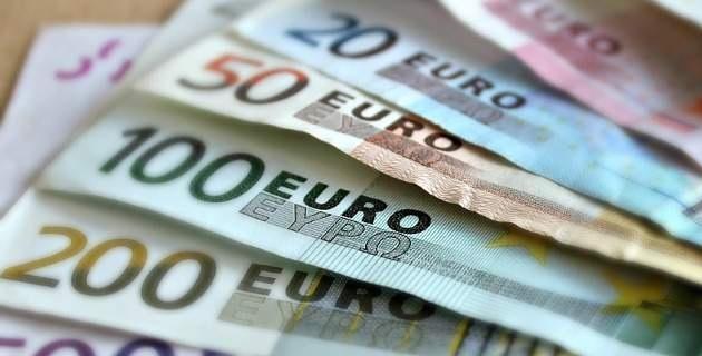 Τέλος τα μετρητά στη μισθοδοσία για αμοιβές άνω των 500 ευρώ