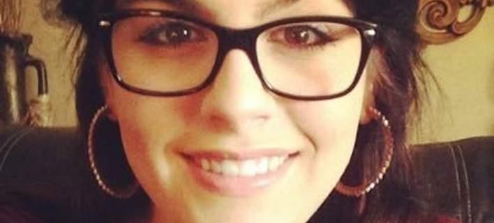 24χρονη κόρη Ελλήνων μεταναστών ξεσπά σε δάκρυα για τη Χίλαρι