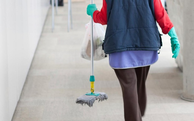 Οκταμηνίτες έπιασαν δουλειά στην καθαριότητα