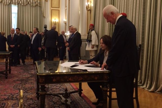 Τέλη κυκλοφορίας 2017: Η πρώτη υπογραφή της Κατερίνας Παπανάτσιου