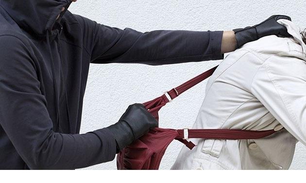 Αρπαξε με τη βία τσάντα 55χρονης τραυματίζοντας την