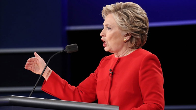 Η Χίλαρι Κλίντον κατηγόρησε τον διευθυντή του FBI για την ήττα της