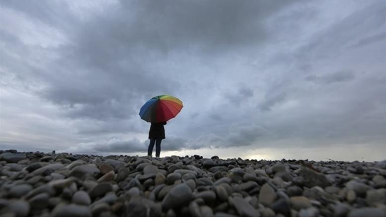 Συννεφιά και τοπικές βροχές από το βράδυ. Πέφτει η θερμοκρασία