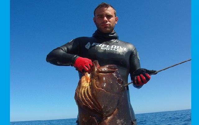 Σκοπελίτης, δεινός ψαροντουφεκάς