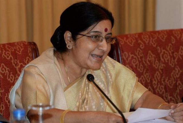 Ινδοί προσφέρουν το νεφρό τους για να ζήσει η υπουργός Εξωτερικών