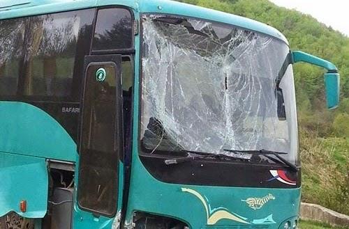 Σύγκρουση λεωφορείου ΚΤΕΛ με ΙΧ στα Τέμπη
