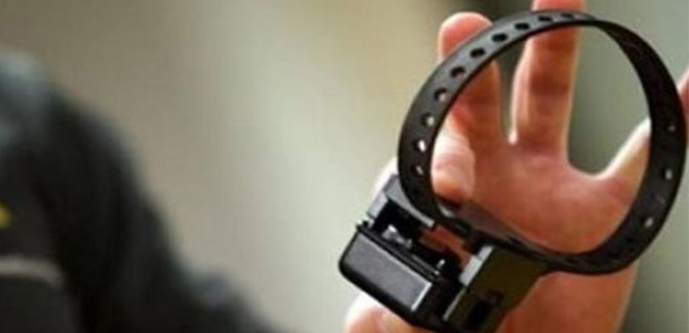 «Aπόδραση» κρατούμενης με ηλεκτρονικό βραχιολάκι -Το έβγαλε & εξαφανίστηκε
