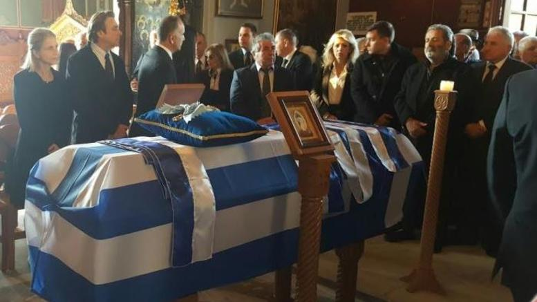 Στην τελευταία του κατοικία στην Πάτρα ο Κωστής Στεφανόπουλος