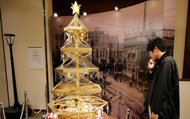 Χριστουγεννιάτικο δέντρο από χρυσάφι