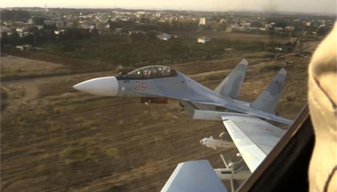 Το Ιράν διαπραγματεύεται με τη Μόσχα την αγορά μαχητικών Su-30