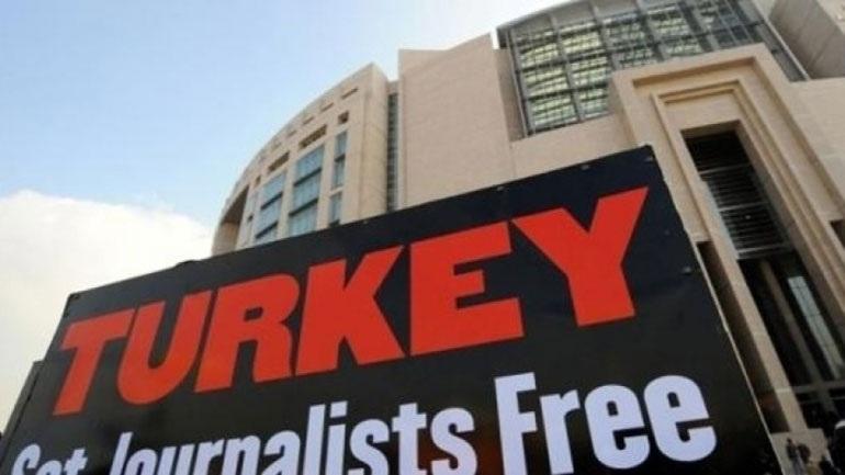 Τουρκία: Ελεύθερη αφέθηκε δημοσιογράφος που είχε συλληφθεί