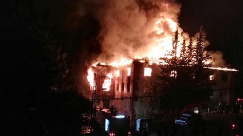 Δώδεκα νεκροί σε μεγάλη φωτιά σε εστία μαθητών στα Άδανα