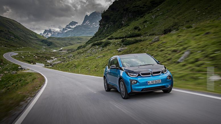 Το BMW i3 εκτός από ...ηλεκτρικό έχει τώρα και ...χρυσό τιμόνι