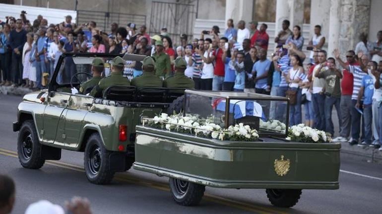 Ξεκίνησε η πομπή που μεταφέρει την τέφρα του Φιντέλ Κάστρο στο Σαντιάγο δε Κούμπα