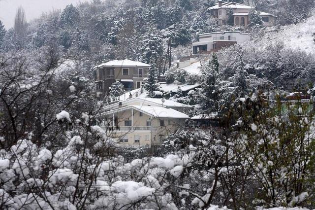 Ασθενοφόρο ακινητοποιήθηκε λόγω χιονιού στην Αγιά
