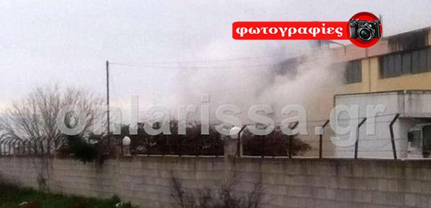 Λάρισα: Στις φλόγες εργοστάσιο επίπλων
