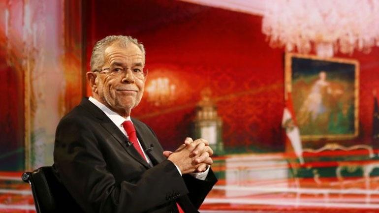 Χαιρετίζει τη νίκη μιας φιλοευρωπαϊκής Αυστρίας