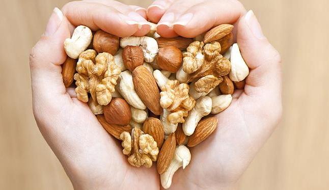 Μια χούφτα ξηροί καρποί τη μέρα μειώνουν τον κίνδυνο για καρδιά και καρκίνο