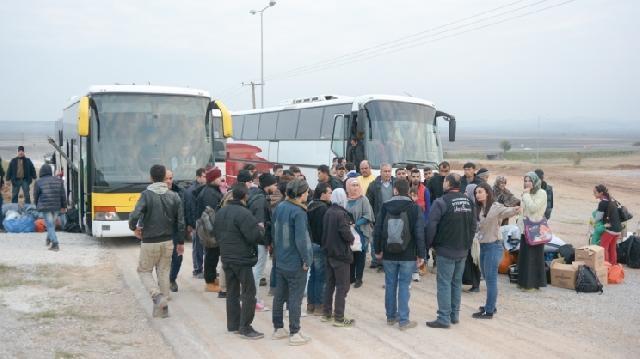Πρόσφυγες έκλεισαν τον δρόμο Λάρισας – Τρικάλων