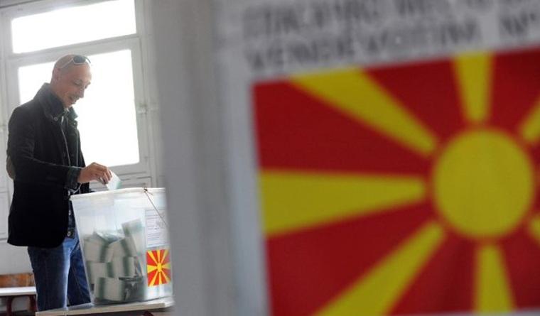 Θρίλερ στις εκλογές στην ΠΓΔΜ - Με μικρή διαφορά προηγείται ο Γκρούεφσκι