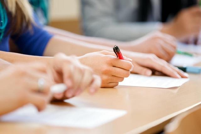 Ερχεται το τέλος των Πανελλαδικών Εξετάσεων
