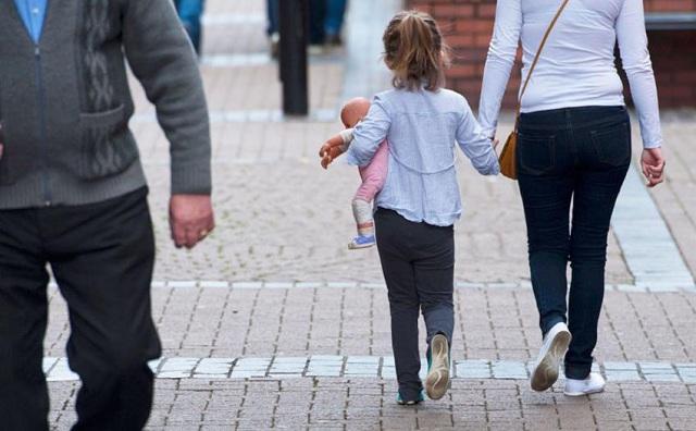 Μητέρα σχεδίαζε τον βιασμό της 7χρονης κόρης της από παιδεραστή