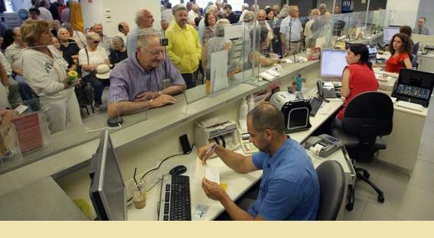 Ομαδικές απολύσεις σε τράπεζες και ΔΕΚΟ